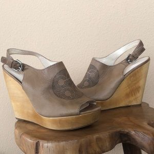 Wedge tan coach shoes